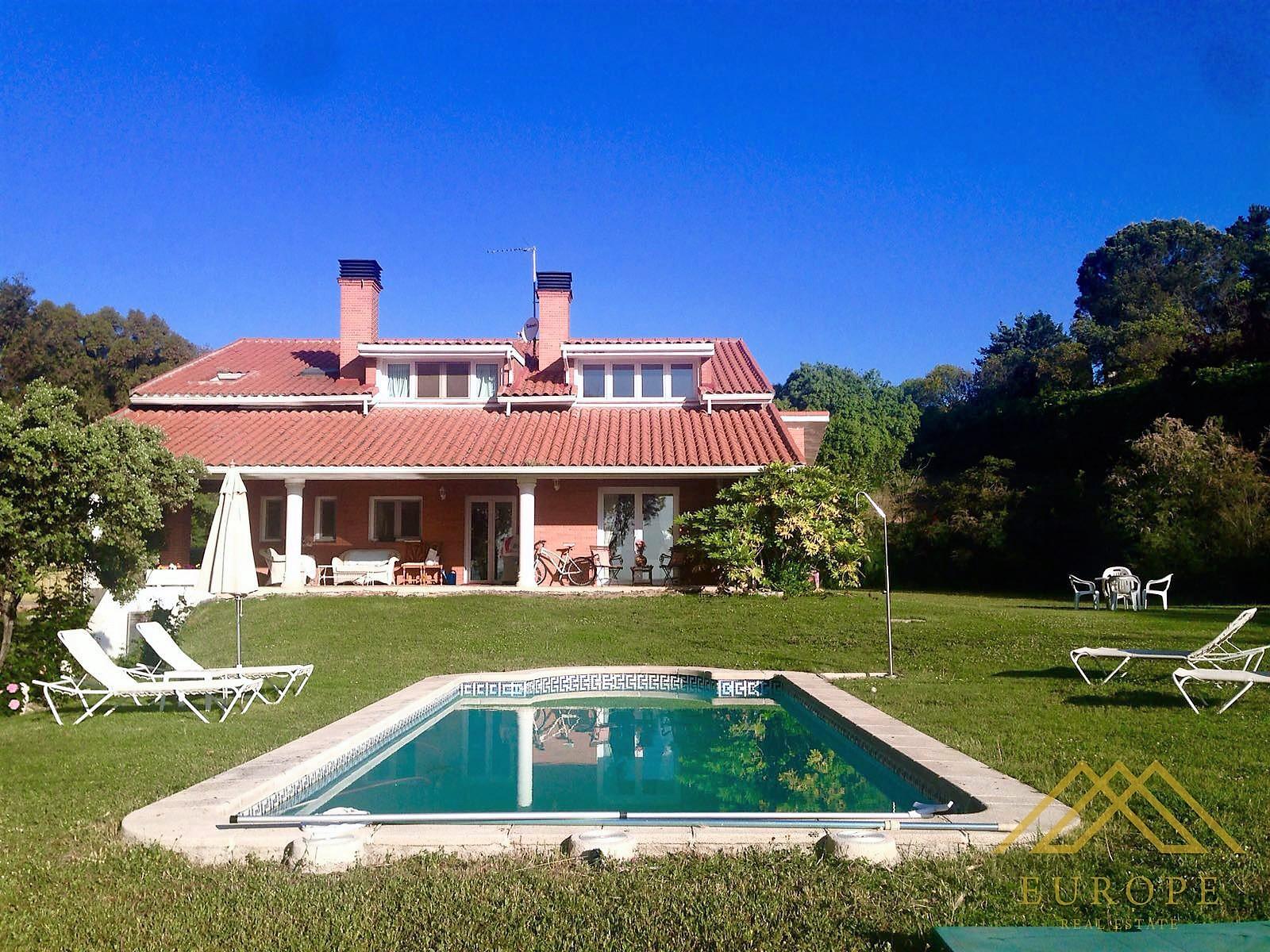340m² Villa for Sale or Rent in Santo Domingo, Madrid