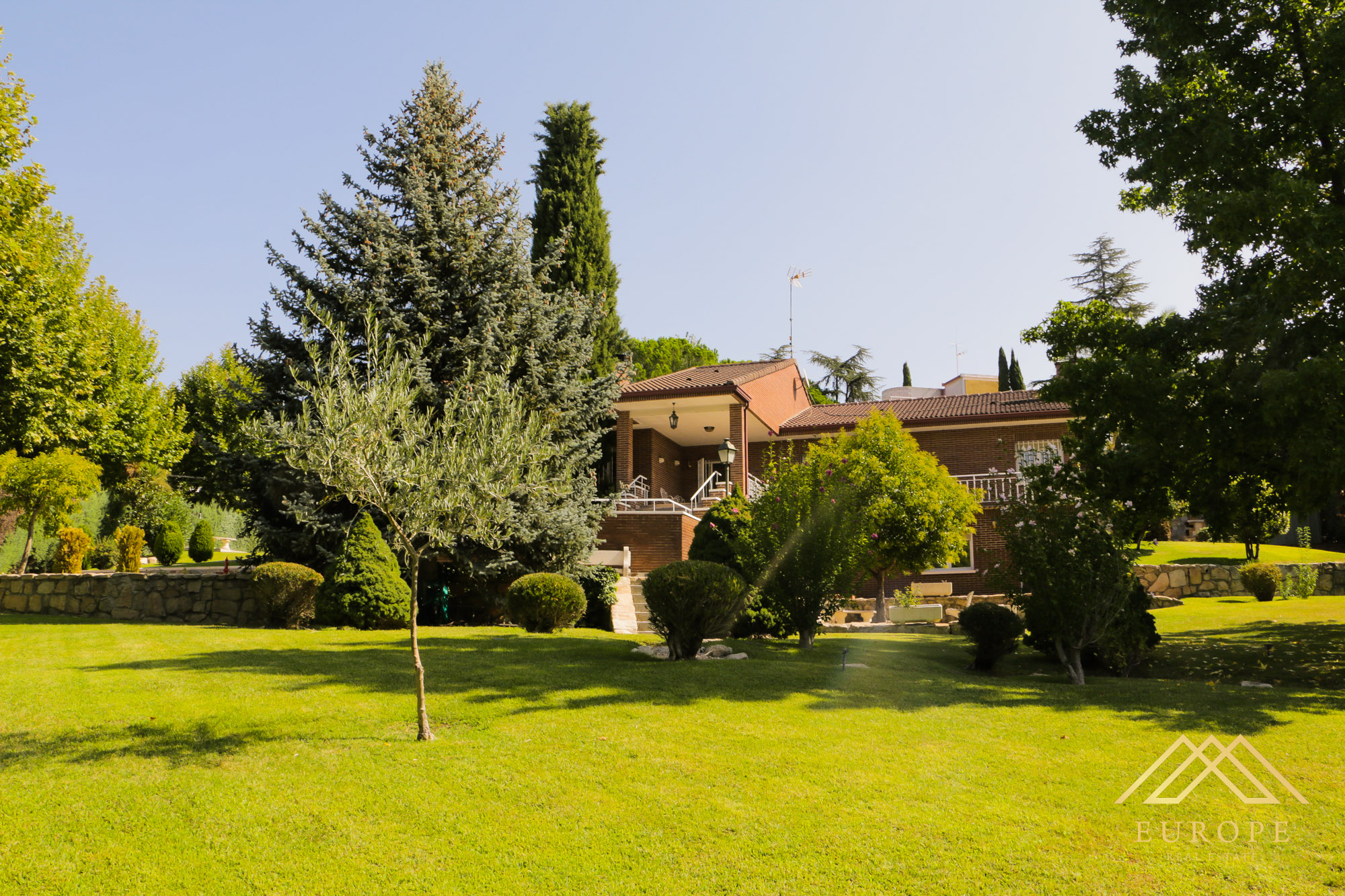 450m² Villa for Sale in Fuente Del Fresno, Madrid