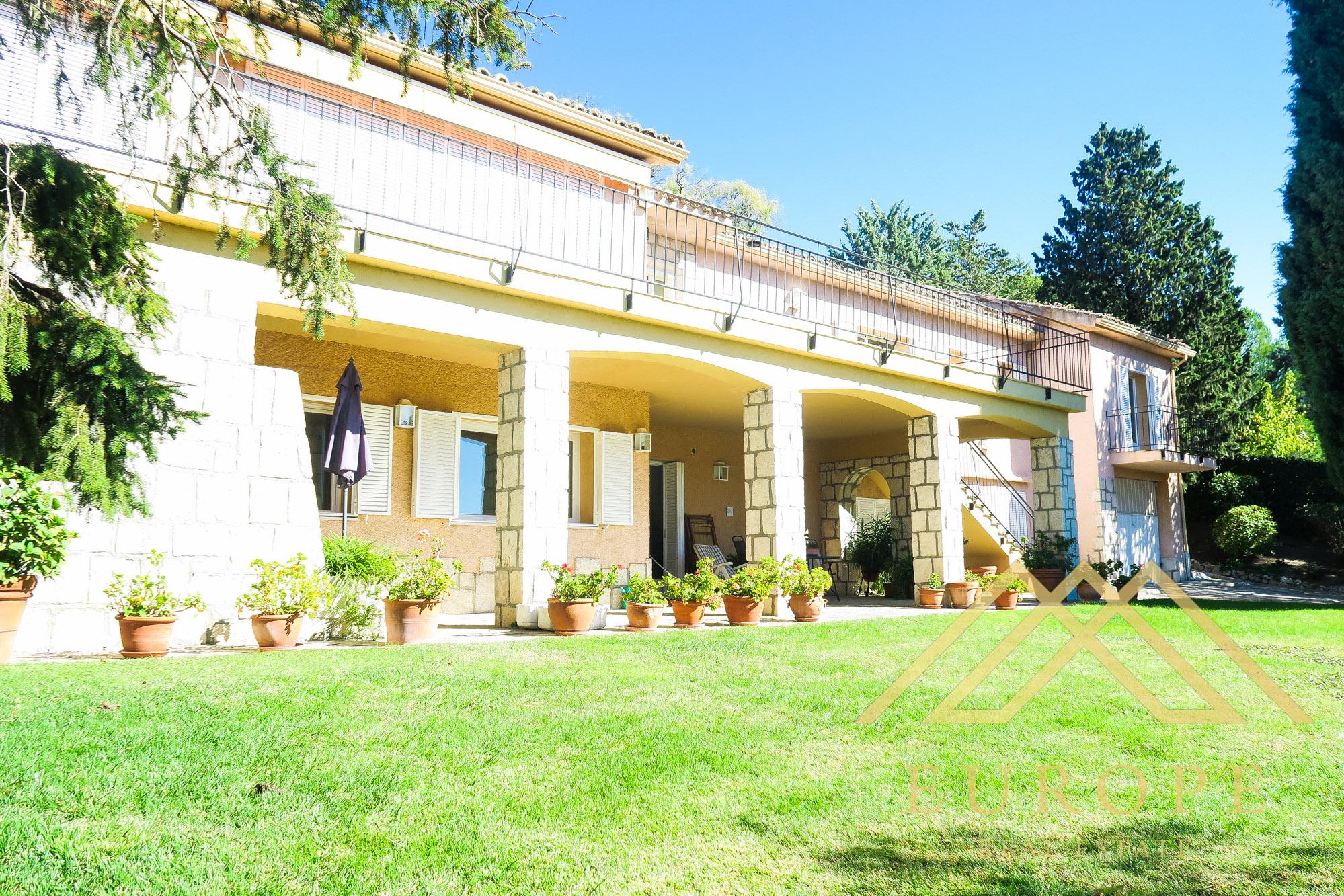Chalet independiente de 540m² en venta en Fuente del Fresno, Madrid