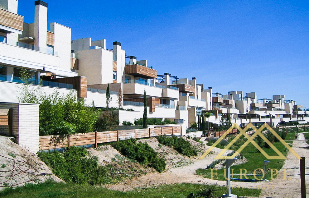 210m² Flat for Sale in El Encinar de Los Reyes, Madrid